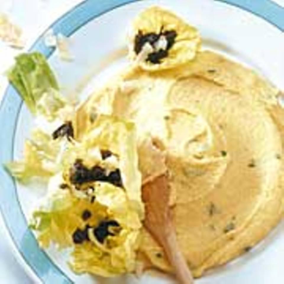 Pesto-Salat auf Kräuter-Polenta