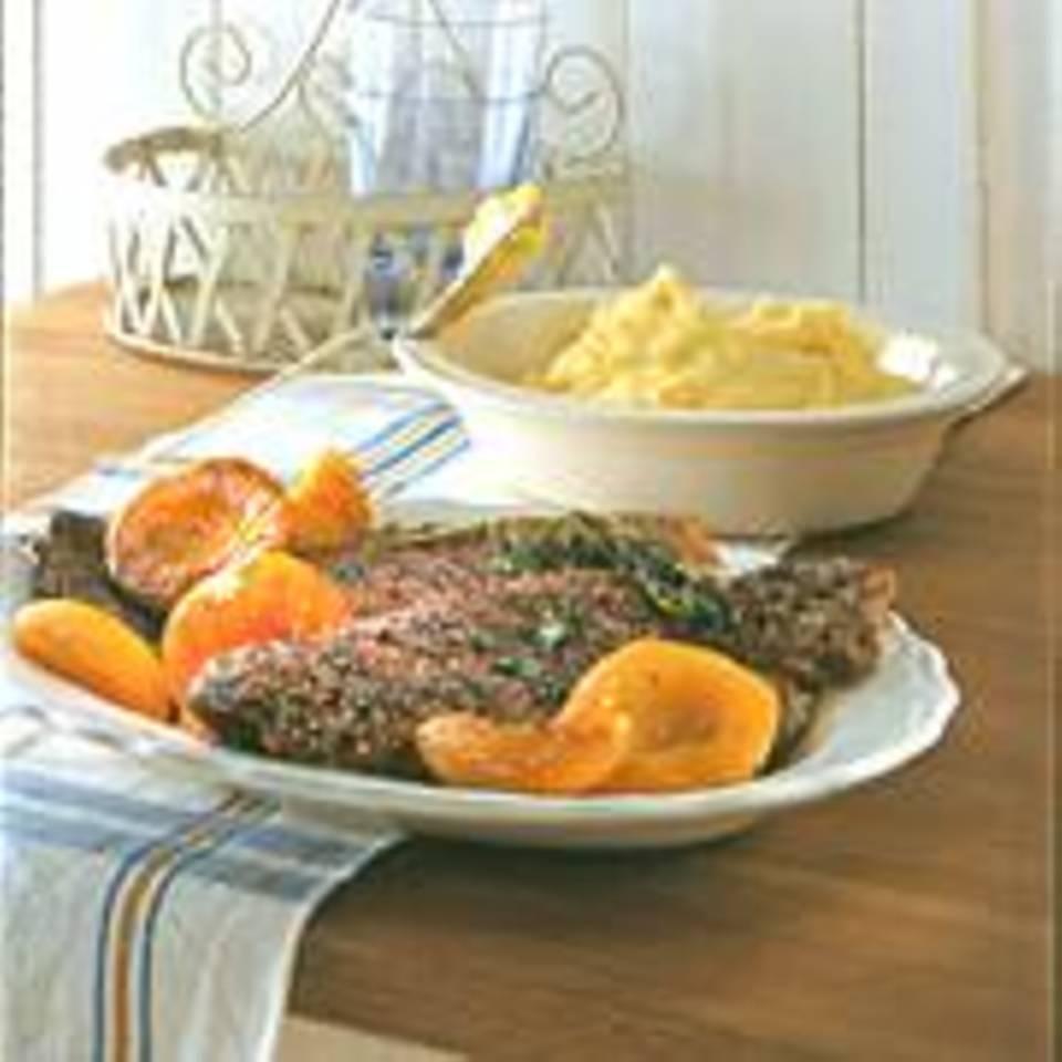 Steaks mit Pfirsich und Knoblauch-Kartoffelpüree