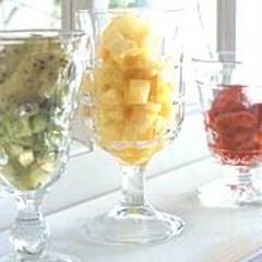 Kiwi-, Ananas- und Erdbeer-Sorbet