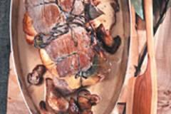 Schweinefilet mit Äpfeln und Steinpilzen