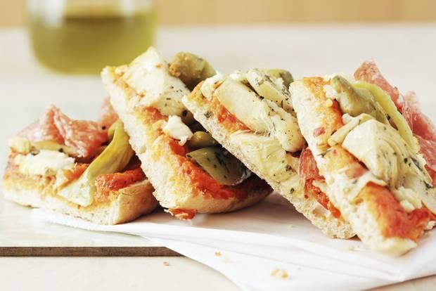 Fladenbrotpizza mit Antipasti selber machen