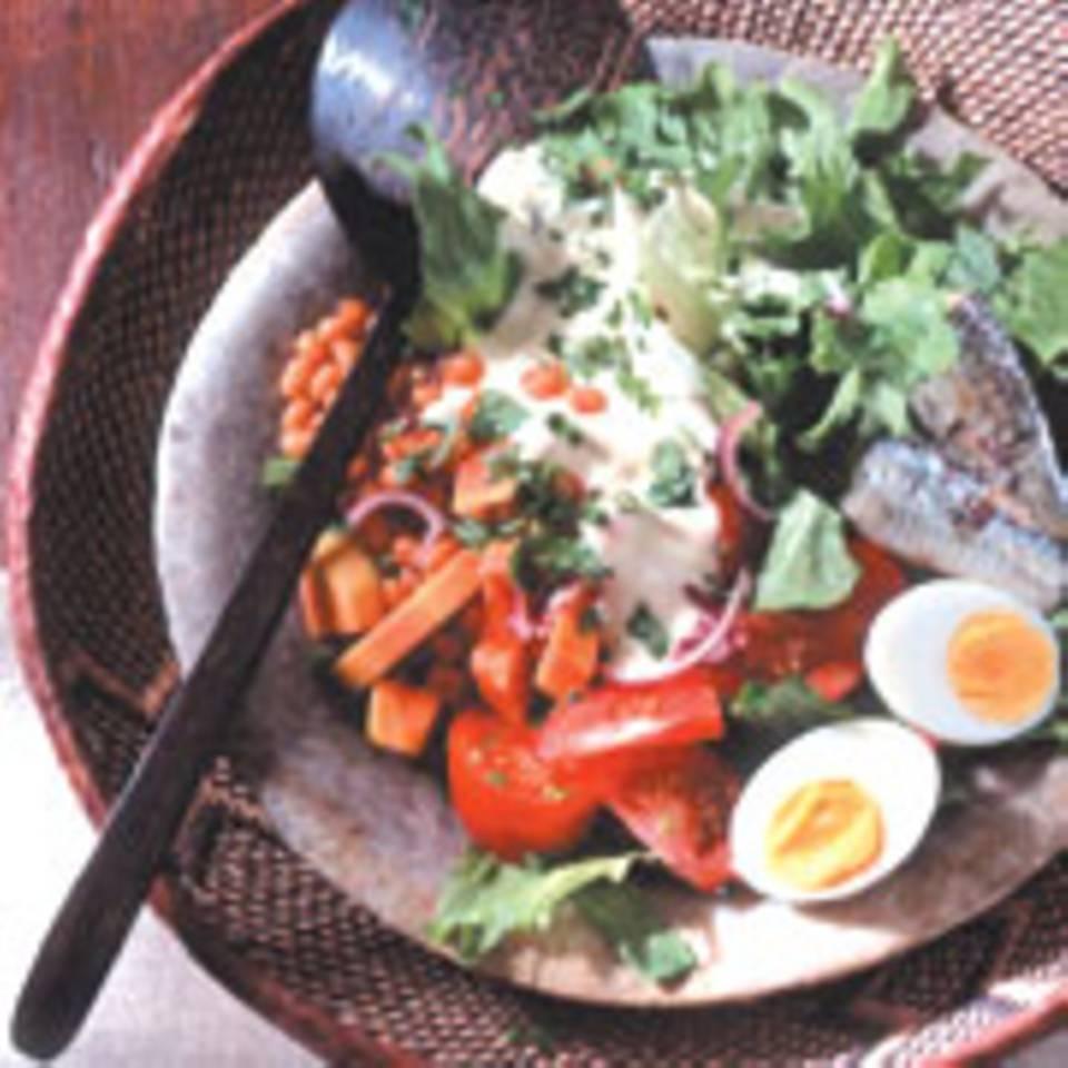 Gemischter Salat mit Sardinen