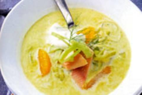 Fenchel-Orangen-Suppe mit Räucherforelle