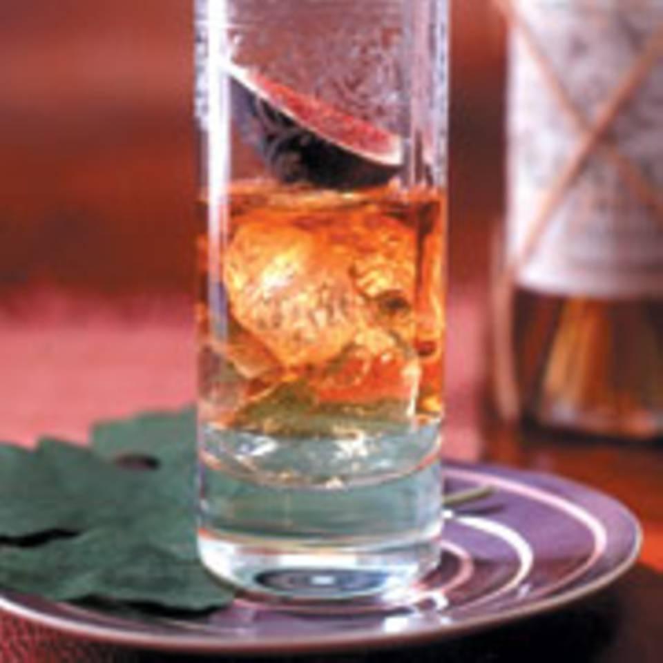 Rum-Soda mit Feige