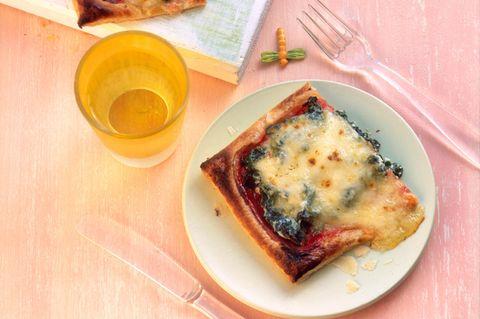 Blätterteigpizza mit Spinat und Ricotta