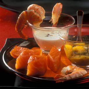 Räucherlachs und Garnelen mit Zwiebel-Mango-Mus