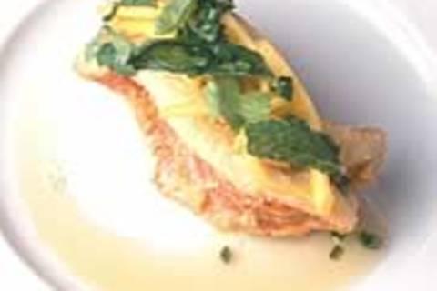 Knuspriger Fisch mit Mango, Ingwer und Koriander