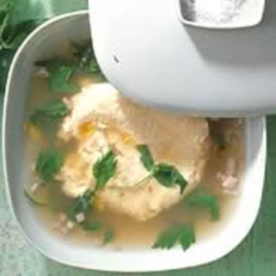 Liebstöckelsuppe mit Mandel-Ei