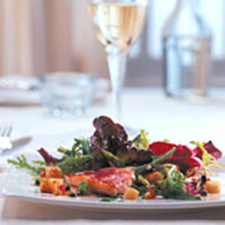Salat mit Rotbarbenfilet