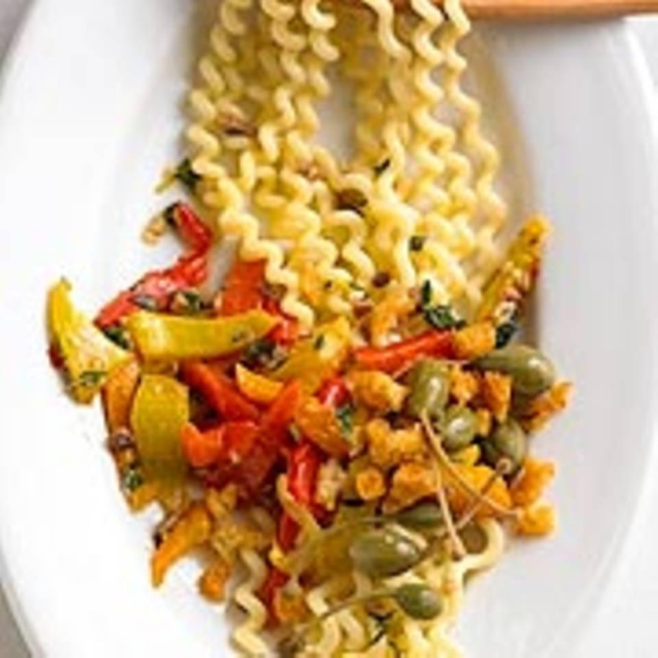 Korkenzieher-Pasta mit Chili-Croutons