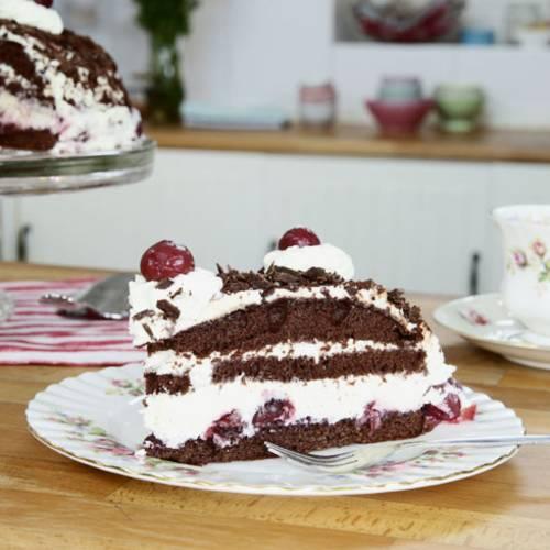 Schwarzwalder Kirschtorte Mit Geraspelter Schokolade Brigitte De