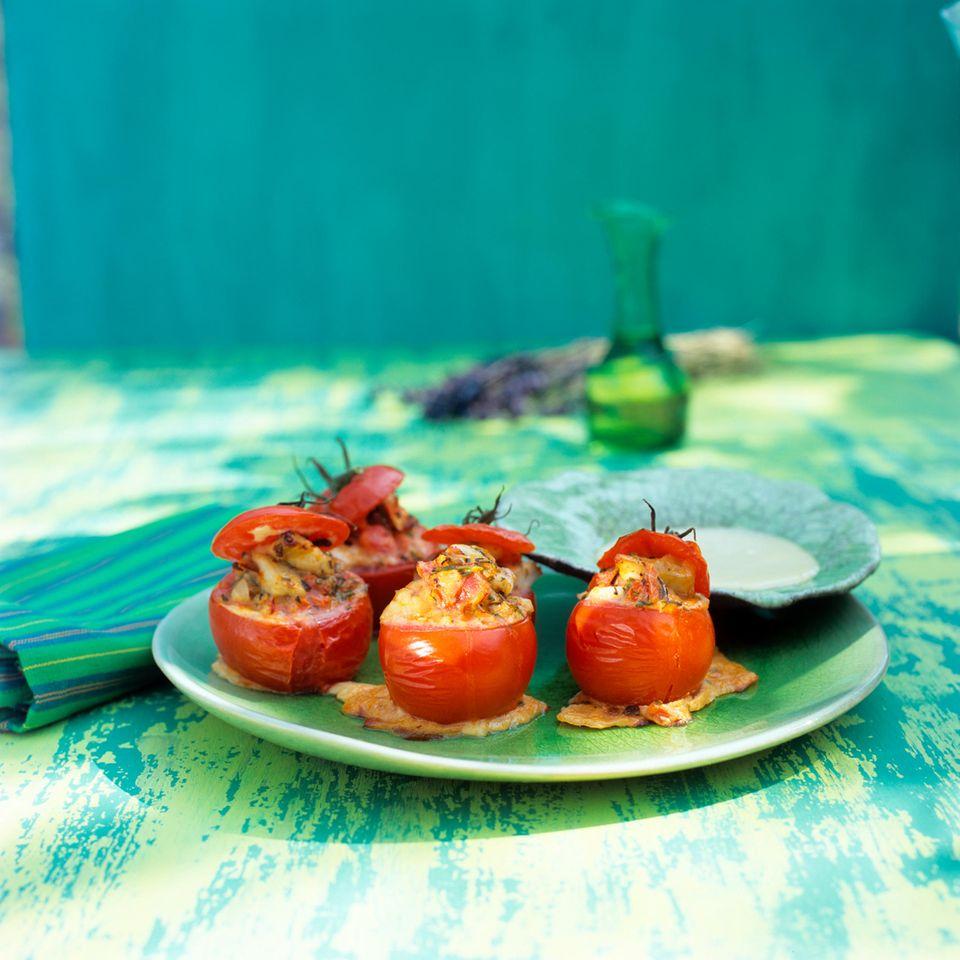 Tomaten, gefüllt mit provenzalischer Fischterrine