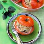 Tomaten mit Oliven-Risotto-Füllung