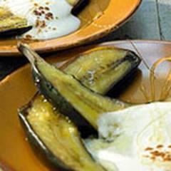 Gegrillte Bananen mit indischer Joghurtcreme