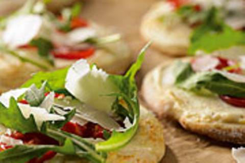 Mini-Pizzen mit Rauke und Ricotta