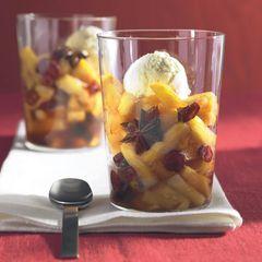 Ananas-Cranberry-Kompott in Sternanis-Sirup