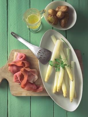 Braunschweiger Spargel mit Schinken, brauner Butter und Kerbel