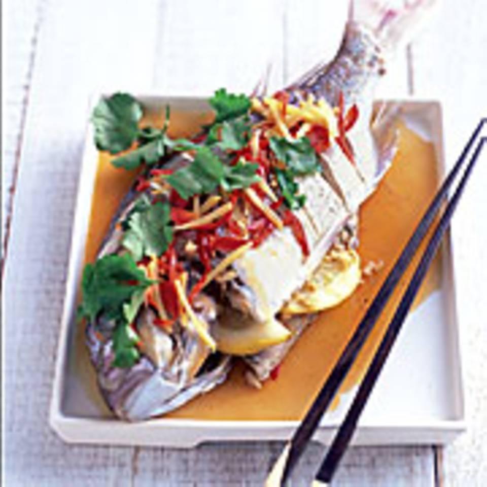 Gedämpfter Fisch mit Ingwer, Chili und Sherry