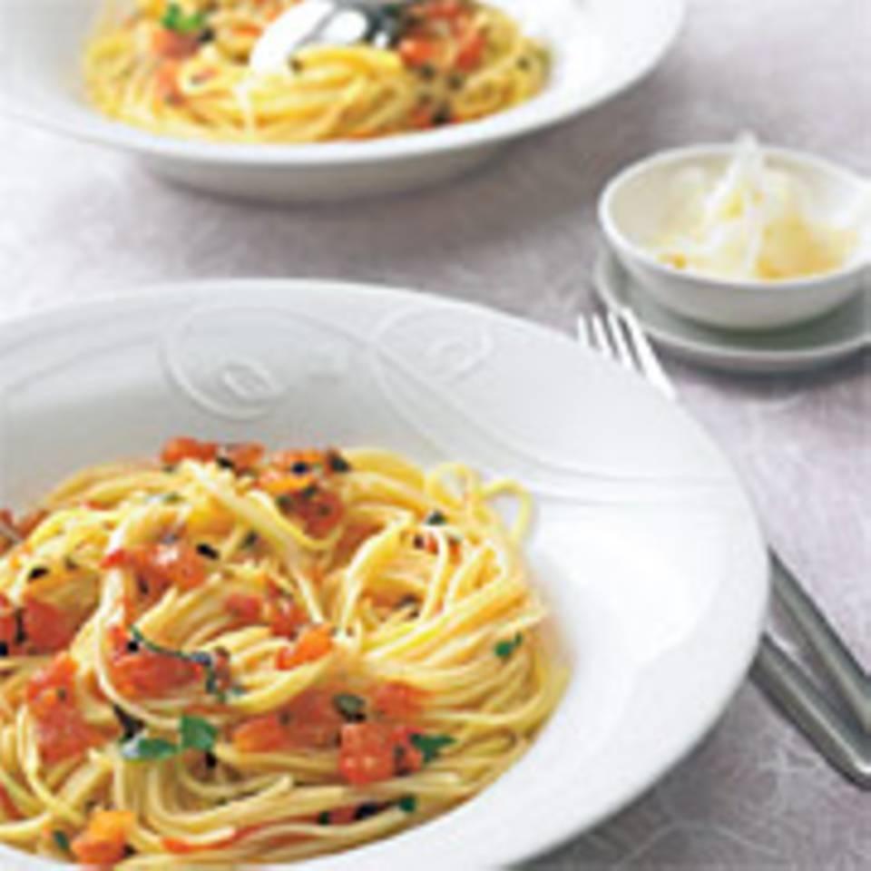 Tomatensoße mit Kapern und Oliven