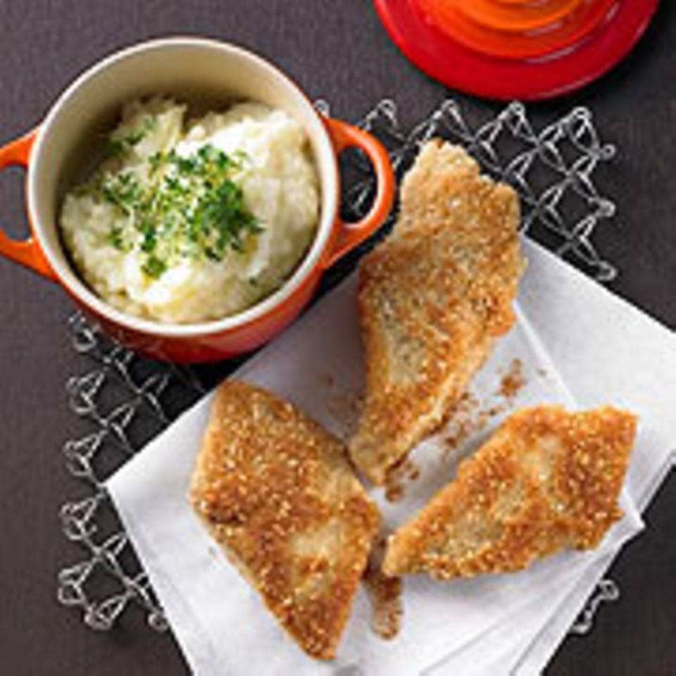 Knusperfisch auf Kartoffel-Pastinakenstampf