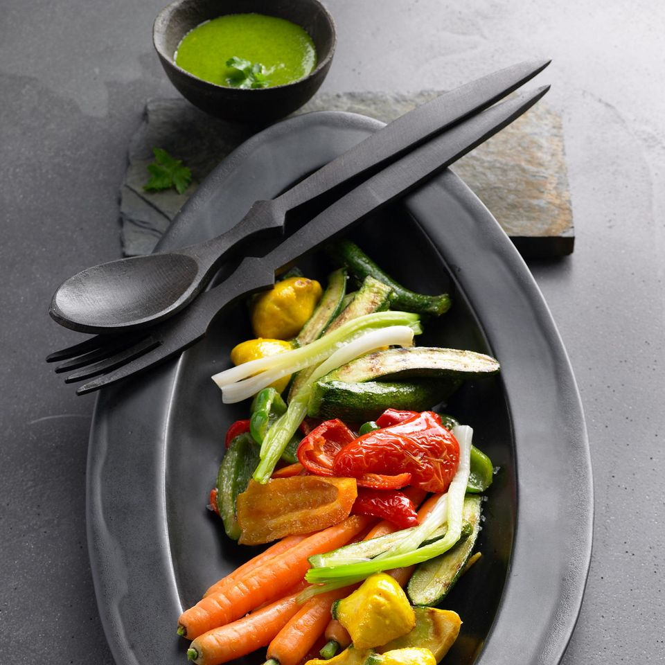 Mini-Gemüse mit Kräutersoße
