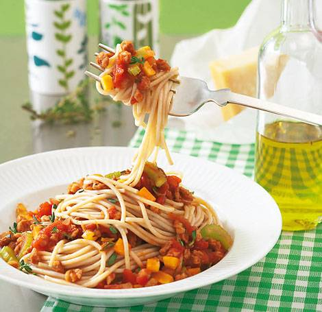 spaghetti mit soja bolognese. Black Bedroom Furniture Sets. Home Design Ideas