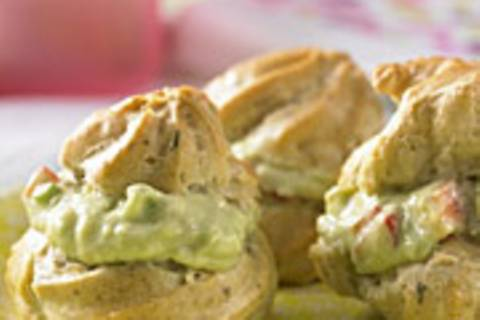 Profiteroles mit Guacamole-Füllung
