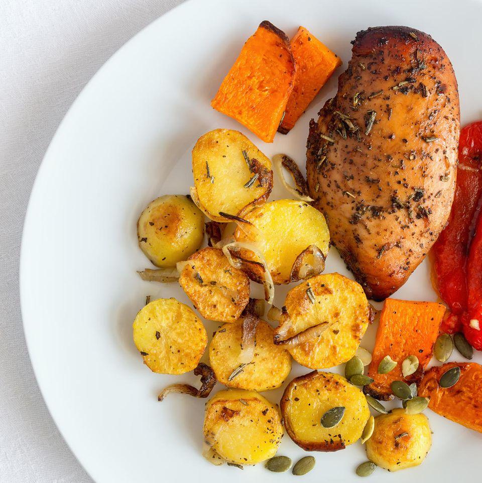 Putensteak mit Rosmarin-Kürbis-Gemüse