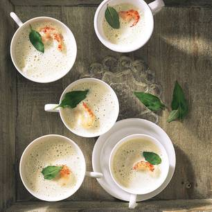Kalte-Koriander-Zitronenschaumsuppe-mit-Flusskrebsen.jpg