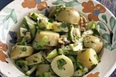 Kartoffelsalat mit Walnüssen