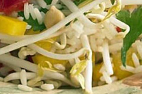 Reissalat mit Paprika und Kichererbsen