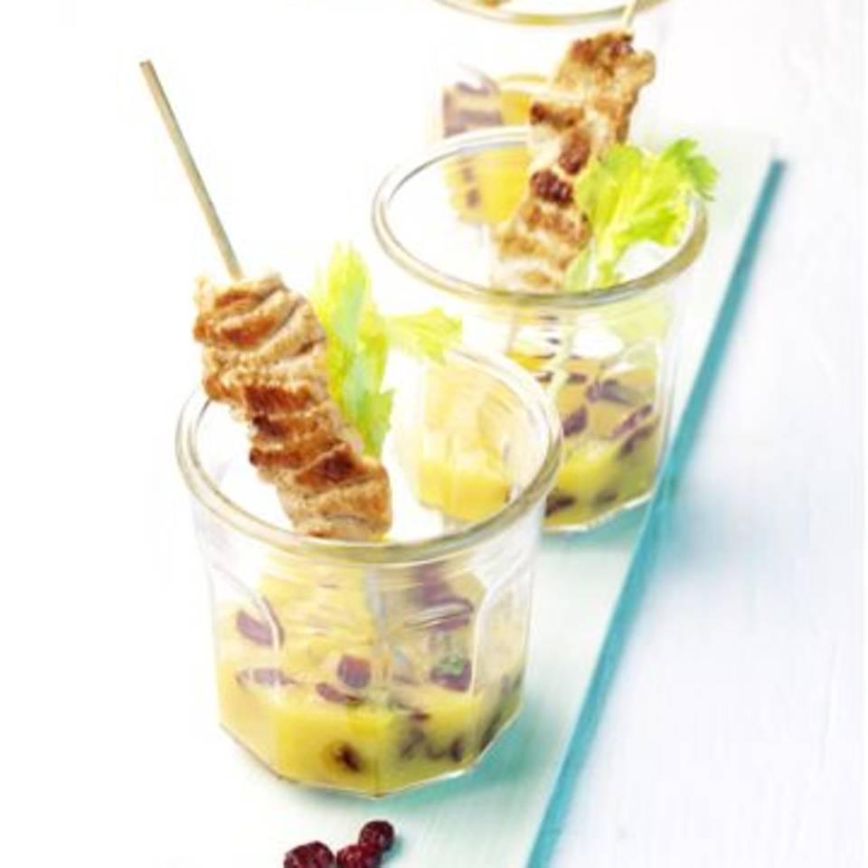 Hähnchensatés mit Cranberry-Mango-Smoothie