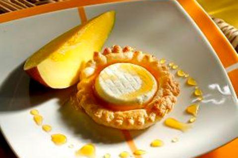 Ziegenkäse-Törtchen mit Mango und Sauce Caramel