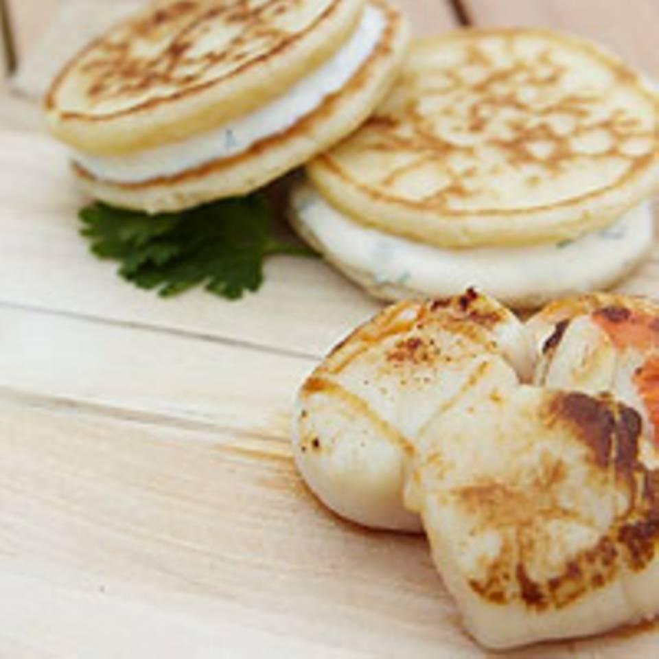 Blini-Burger zu gegrilltem Fisch oder Fleisch
