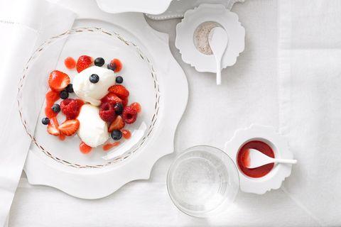Joghurt-Beeren-Mousse