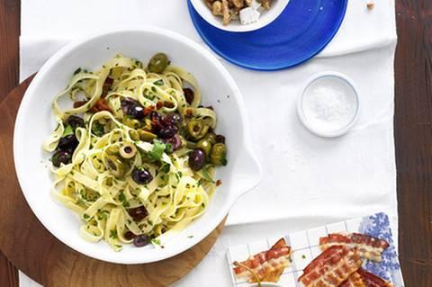 bandnudeln-mit-oliven-sosse-500.jpg