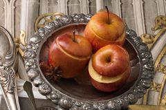 Bratäpfel mit Mandel-Shortbread-Füllung