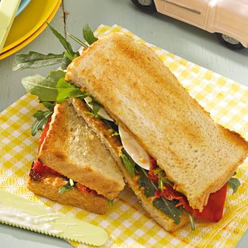sandwich-mit-ei-erdnuessen-und-paprika-500.jpg