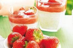 panna-cotta-mit-erdbeer-rhabarber-gruetze-500.jpg