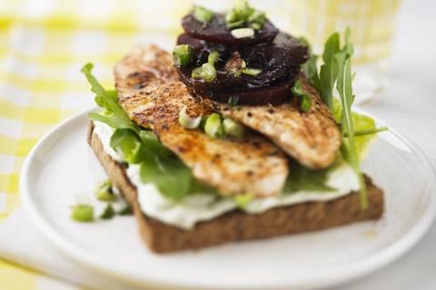 Chicken-Sandwich_mit_Rote-Bete-Pickles.jpg