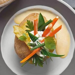 gefuellte-kartoffel-mit-ziegenbutter-hollandaise-500.jpg