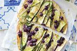 Zucchini-Blaubeer-Flammkuchen