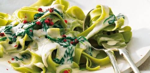 gruene-bandnudeln-mit-gorgonzola-spinat-sosse.jpg