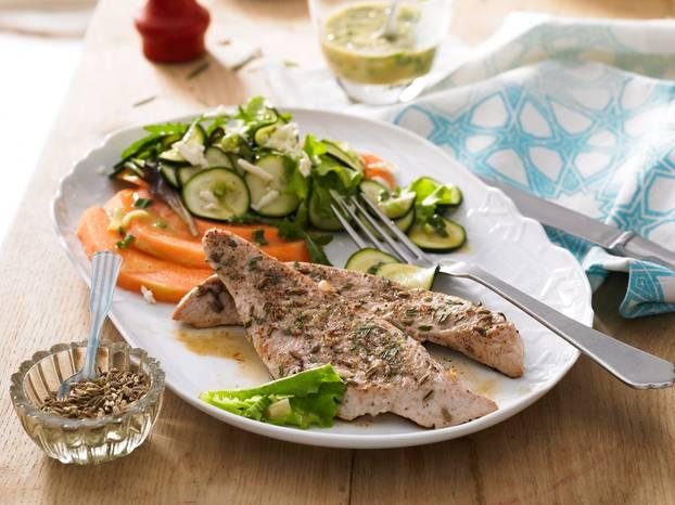 Bio-Putensteak_mit_Melone-Zucchini-Salat.jpg
