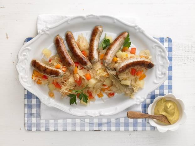 Bratwuerstel mit Sauerkraut 2.jpg