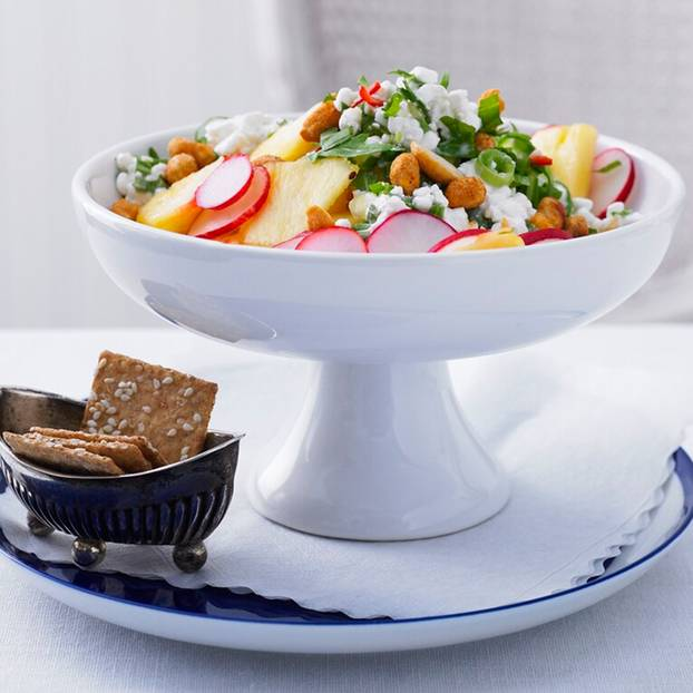 Ananas-Ingwer-Salat_mit_Cottage_Cheese.jpg