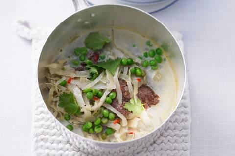 Thai-Eintopf_mit_Lamm,_Kohl_und_Erbsen.jpg