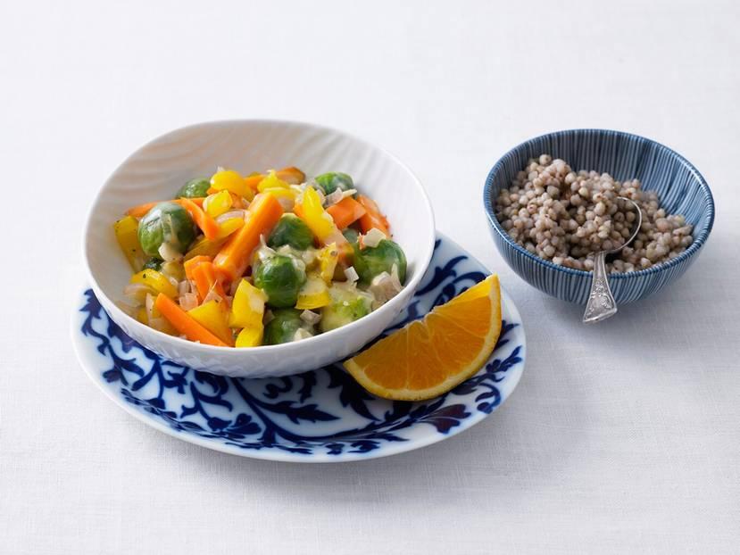 Rosenkohl-Paprika-Gemüse_mit_Buchweizen.jpg