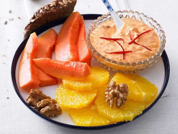 Chiliquark,_Früchte_und_Kräcker.jpg