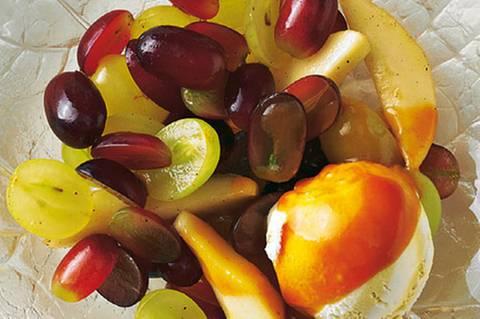 birnen-und-trauben-mit-karamellsosse-und-vanilleeis.jpg
